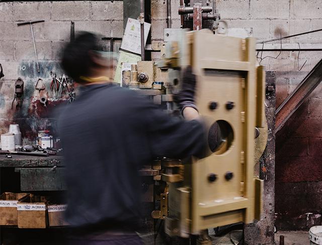 operario fabrica proceso desguisa